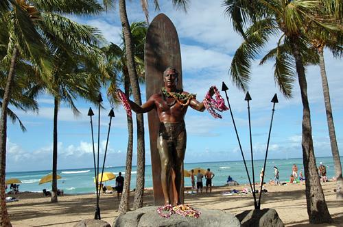 duke-kahanamoku-statue-0222-500x332
