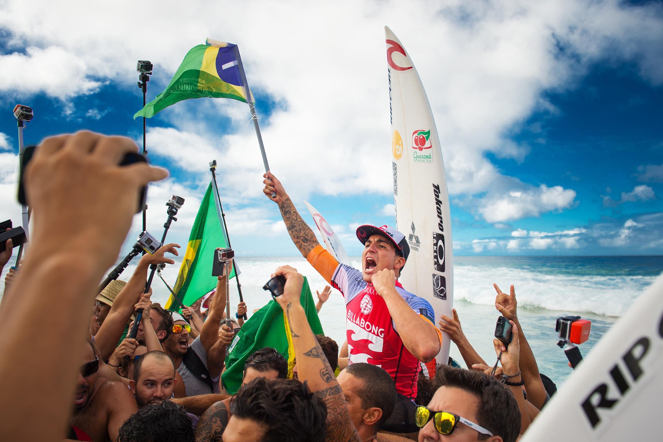 Gabriel medina nuevo campeon del mundo de surf 2014